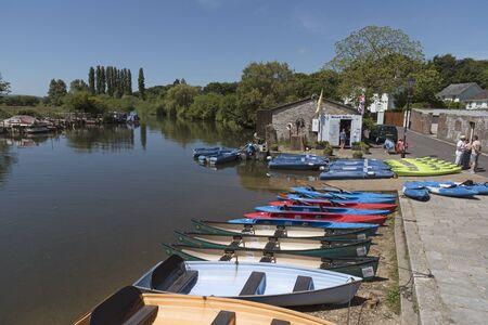 Bateaux à louer sur Abbots Quay le long de la rivière Frome à Wareham Dorset, Angleterre, au Royaume-Uni. Juin 2017