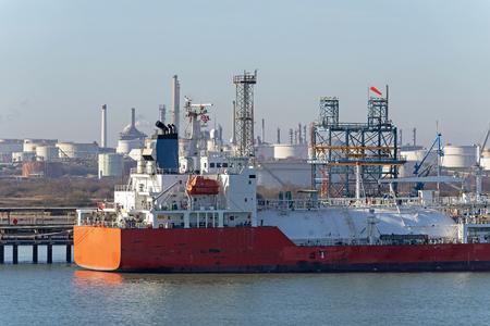 A liquid petroleum tanker vessel on a refinery berth Archivio Fotografico