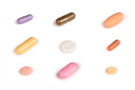 sommige kleurrijke pillen die op een witte background.psd worden geïsoleerd Stockfoto