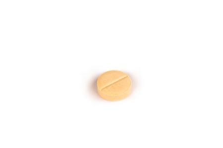 close-up van een lichtgele pil geïsoleerd op een witte backgound.psd