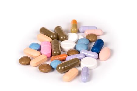sommige veelkleurige pillen geïsoleerd op een witte background.psd