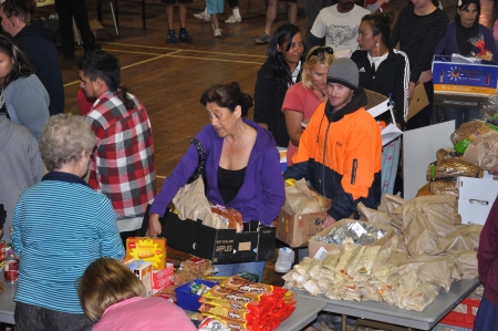 victims of the 6.4 earthquake in Christchurch, South Island, New Zealand, 22-2-2011, queue for food supplies at a relief station in New Brighton