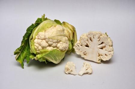 caulis: whole and sliced cauliflowers on a seamless background