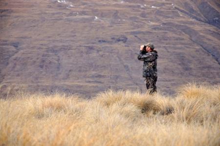 Jager op zoek naar Himalayan tahr in de Zuidelijke Alpen van Nieuw-Zeeland