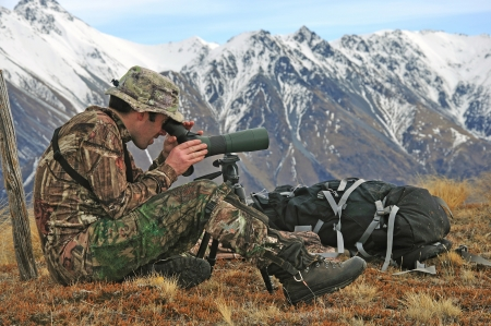 headshots: Hunter scoping for Himalayan tahr in the Southern Alps of New Zealand Stock Photo