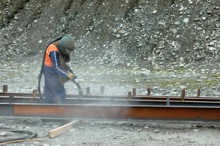 プロジェクトを構築するための梁をサンドブ ラスト町人