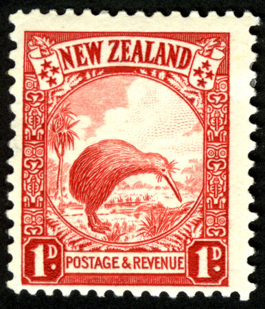1935 New Zealand 1 penny pictorial stamp featuring a kiwi
