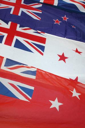 tratados: Bandera de Nueva Zelanda con insignias blancas y rojas