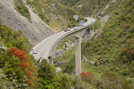 The Otira Viaduct carries traffic safely over a large slip in the Southern Alps near Arthus Pass, Westland, New Zealand Stok Fotoğraf