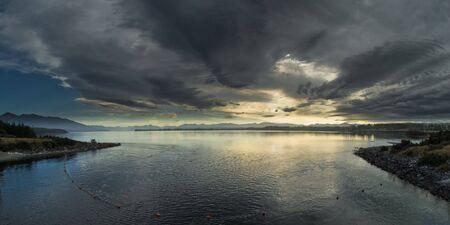anau: Lake te anau at sunrise, Te Anau, New Zealand.