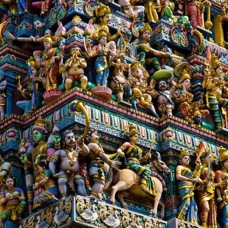 hinduistycznych świątyni w Singapur zatłoczone z rzeźbami
