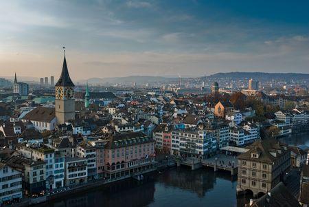 Widok z Grossmuenster nad Z�rich, w Szwajcarii.