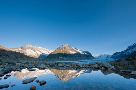 Maerjelensee w porannych. Część dziedzictwa Åšwiatowego UNESCO Jungfrau-Aletsch, Wallis, Szwajcaria. Zdjęcie Seryjne