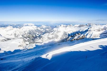 swiss alps: Panorama ze szczytu Titlis górskich w zimie, Szwajcaria