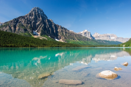 parkway: mistaya lake panorama on the icefield parkway in banff national park, alberta, canada Stock Photo