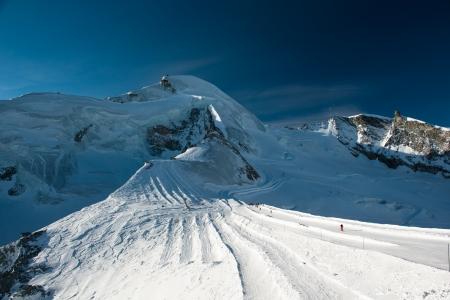 honorarios: Allalinhorn pico de la monta�a, vista desde Mittelallalin, Saas Fee, Valais, Suiza Foto de archivo