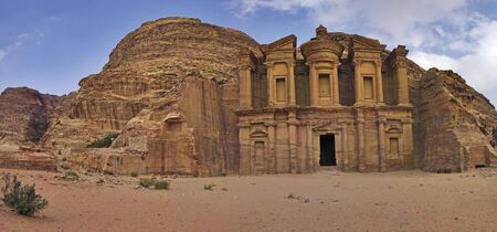 Panorama Shot das Kloster Ad-Dair in Petra, Jordanien.