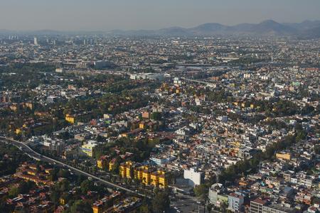 旅客機からメキシコ シティの眺め.