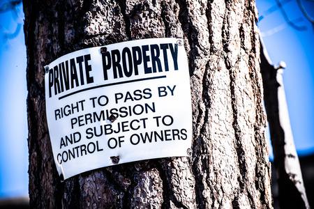 no pase: Privado sesi�n �rbol Propiedad. Derecho de pasar por el permiso y sujeto al control de Propietarios. No se muestra de violaci�n Foto de archivo