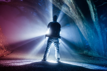 Backpacker with Flashlight in Dense Fog. Foggy Trail. Stockfoto