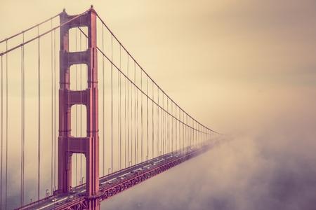 霧が晴れた。San Francisco ゴールデン ゲート ブリッジ霧風景。