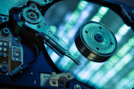 disco duro: Concepto de recuperaci�n de datos. Asegure duro unidad de datos de almacenamiento de recuperaci�n. Abrir disco duro del ordenador del primer. Foto de archivo