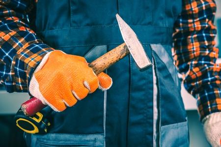 maquinaria: Trabajador con la foto del primer del martillo. Foto de archivo