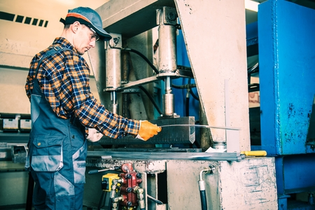work worker: Metal Formation by Hydraulic Press. Factory Worker at Work.