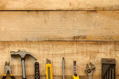 work tools: Diversas herramientas de trabajo en la madera con el espacio libre para el texto