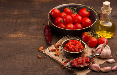 tomato catsup: tomato and chilli sauce with ingredients Stock Photo