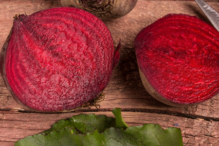 rote: half beets on a wooden table