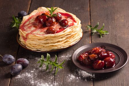 plumes: Stack of freshly baked pancakes with plumes and mint