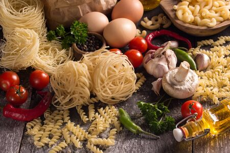 tomate: various pastas with herbs and vegetables