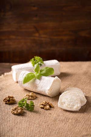 queso de cabra: Queso de cabra fresco en estilo r�stico