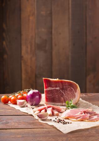 smoked jambon  with tomato,garlic,pepper