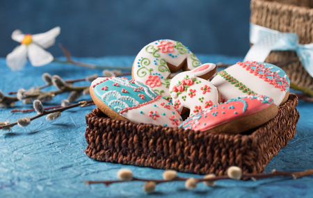 beautiful decorated gingerbread cookies for easter Stock Photo - 98850599