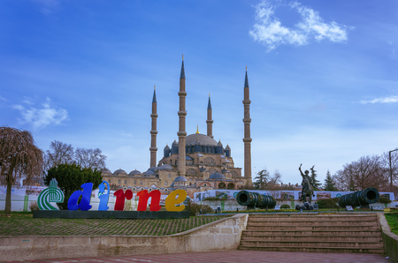 Selimiye Mosque and monument of Ottoman Sultan Mehmed II with medieval cannon in city of Edirne, East Thrace, Turkey 免版税图像