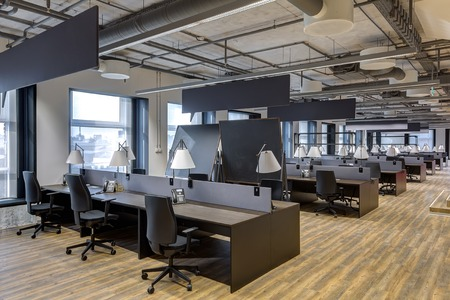 office space: Large modern office with open space to work