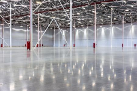 New Large modern empty warehouse Foto de archivo