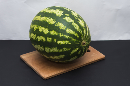 ripe watermelon lying on the table ready to eat 版權商用圖片