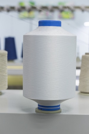 Bobbins with nylon thread, polyamide used for the manufacture of knitted clothing. Stockfoto