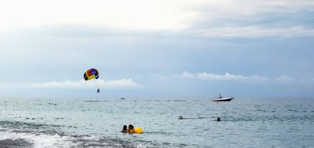 Parasailing is a popular pastime in many resorts around the world. Active form of relaxation. Imagens