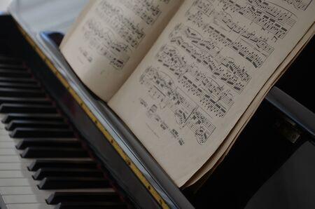 Score on a piano Stockfoto - 130413332