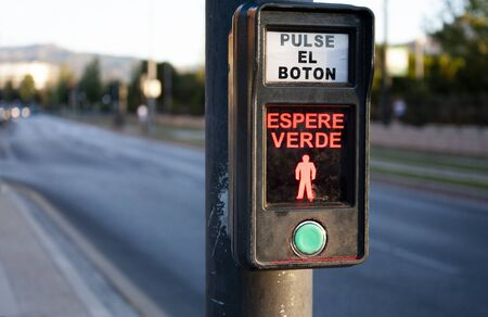 Press the button and wait for green Banque d'images
