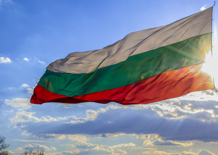 The national flag of Bulgaria has a rectangular shape and consists of three colors: white, green and red, placed horizontally from top to bottom, the color fields being the same in shape and size. Standard-Bild