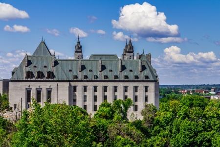 confederation: L'edificio Confederazione in una giornata di sole in estate in Ottawa. Una bella vista dalla collina del Parlamento di un edificio importante a Ottawa, Ontario, Canada