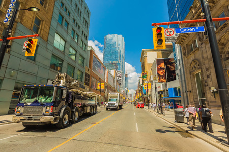 曇りの日、オンタリオ州、カナダのトロント市のダウンタウン。 報道画像
