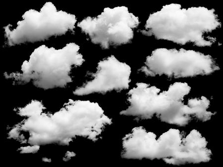 Conjunto de nubes aisladas sobre negro. Los elementos de diseño