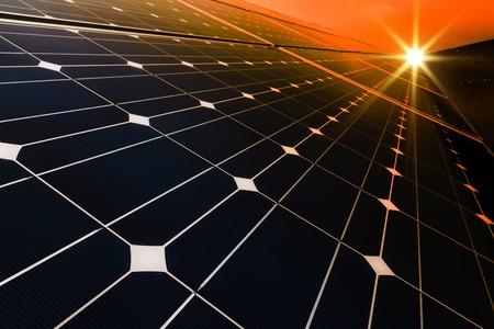 太陽と再生可能な太陽エネルギーを使用して発電所 写真素材