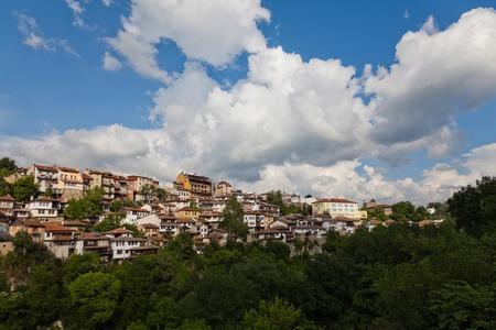 Vue depuis la vieille ville Veliko Tarnovo en Bulgarie Banque d'images - 50338020